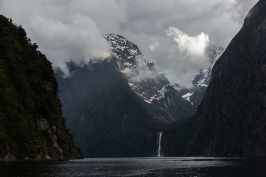 Tall snow capped mountains, steep cliffs and lots of snow and rain the day before gives wonderful waterfalls on our boat ride up Milford Sound. I was here 32-33 years ago after walking the Milford Track (much fitter back then) and there were many more waterfalls on this day than back then.